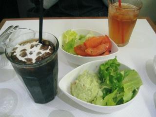 トマトサラダ&アボガドサラダをチョイス