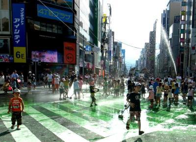 大通り水遊び 1 縮小