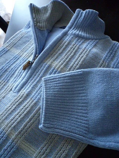 青色セーター