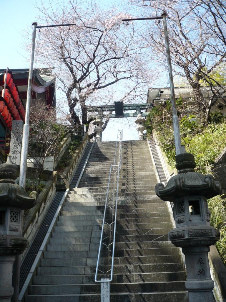 亀丘八幡宮階段