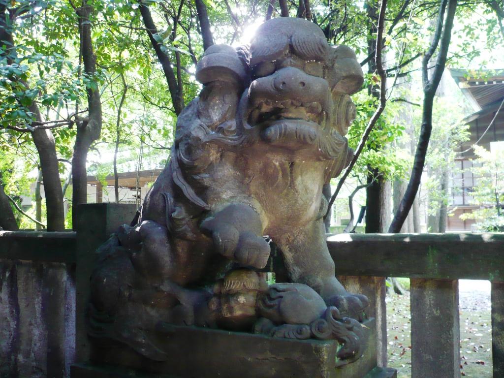 社殿前狛犬