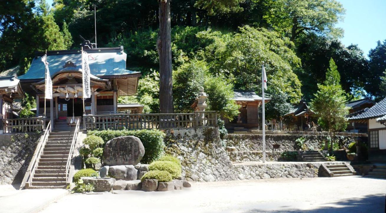 須賀神社境内