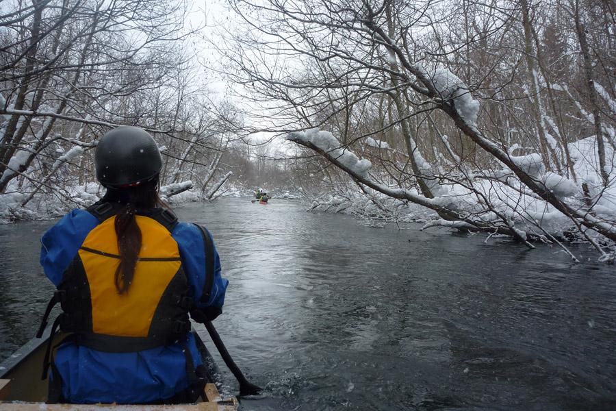 静かに川は流れる