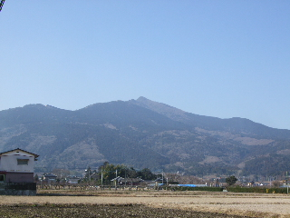 裏から見た筑波山