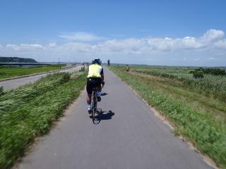 利根川サイクリングロードを淡々と