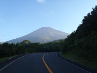 朝日を受ける富士山