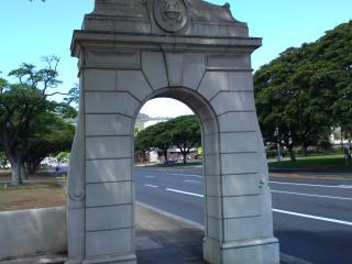 ハワイ大学正門