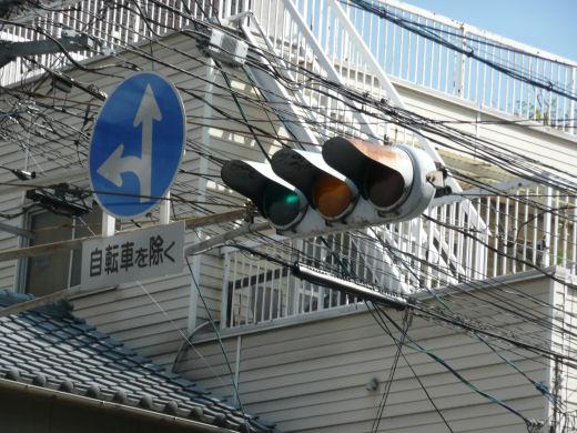 岡山市北区・田町2丁目12,14番地信号交差点(主道路東行き車灯、10.9上旬)