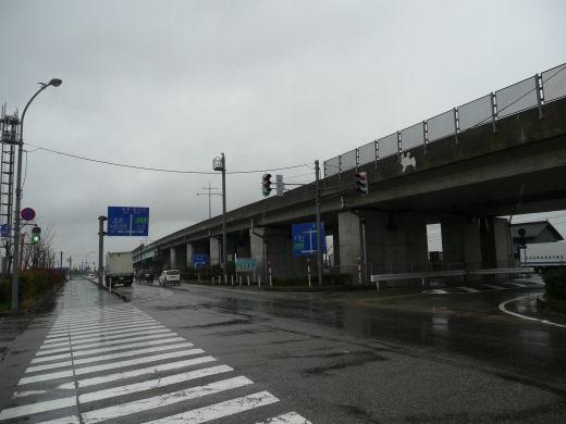 射水市・道の駅入口交差点(立体交差北側東向き風景、10.3下旬)