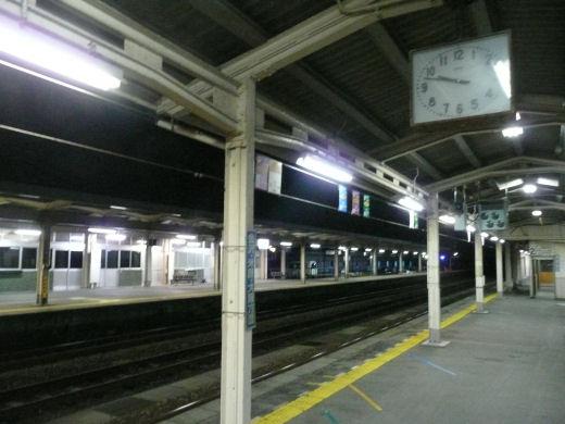 小矢部市・JR石動駅(プラットホーム、10.8.31)