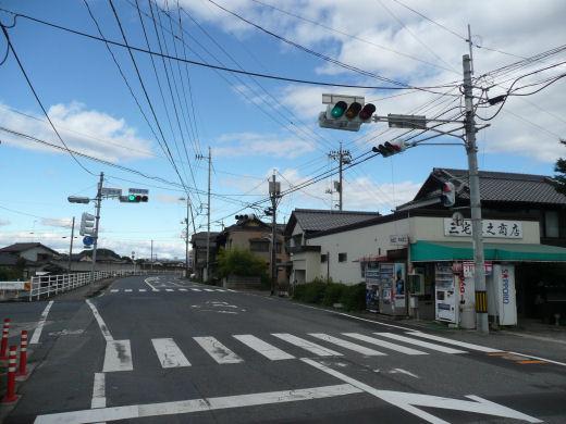 倉敷市北畝・一文字橋交差点(北西向き全景、10.10下旬)