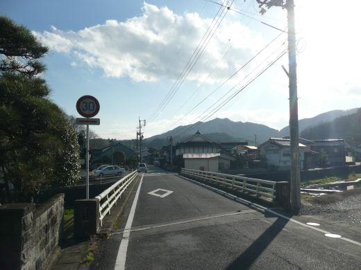真庭市・中津井川中津井橋(南向き全景、10.12上旬)