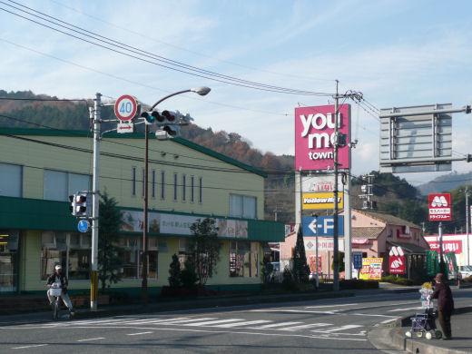 真庭市・ゆめタウン久世東側信号交差点(北西向き風景、10.12上旬)