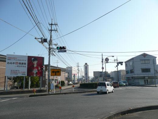 真庭市・ゆめタウン久世東側信号交差点(南向き風景、10.12上旬)