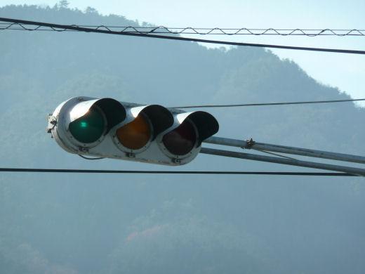 真庭市・ゆめタウン久世東側信号交差点(垂直従道路用車灯その1、10.12上旬)