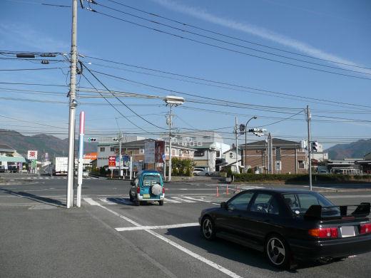 真庭市・ゆめタウン久世東側信号交差点(東向き全景、10.12上旬)