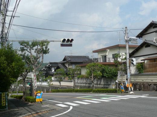 岡山市北区・県営芳賀佐山団地南側信号交差点(北向き風景、10.9下旬)