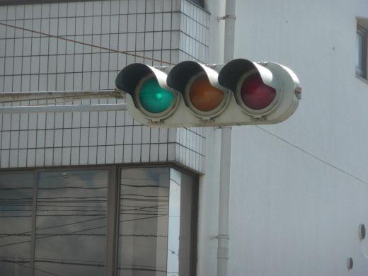 岡山市北区・今村宮北側信号交差点(従道路南行き用車灯、10.11中旬)