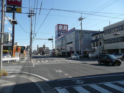 岡山市北区・今村宮北側信号交差点(東向き全景、10.11中旬)