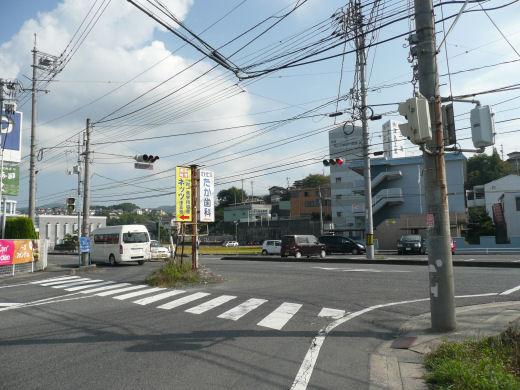 岡山市北区・イズミヤ津高店東側信号交差点(北東向き風景、10.10中旬)