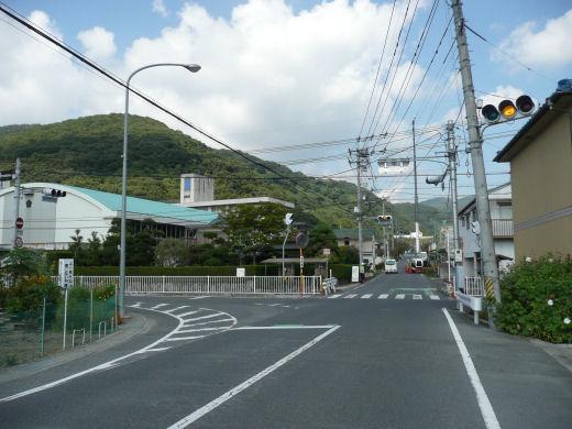 岡山市北区・牧石小学校東側信号交差点(北向き風景、10.10中旬)