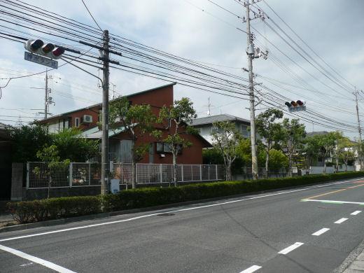 岡山市北区・佐山2505番地信号交差点(北西向き風景、10.9下旬)