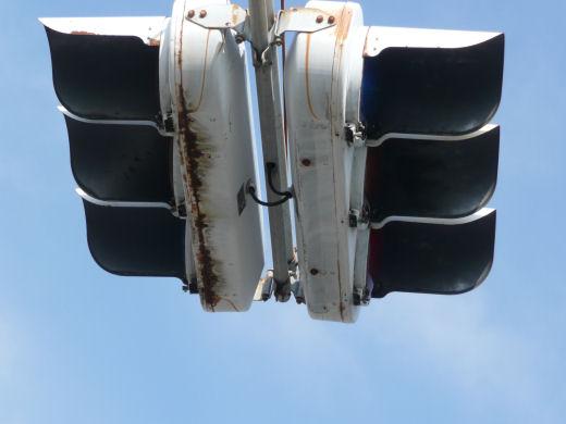 岡山市北区・高柳東町信号交差点(西寄り主道路用車灯、10.10中旬)