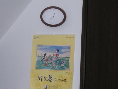 事務局の時計とカレンダー