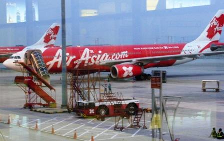 LCCターミナルの AirAsia 機