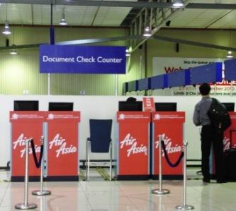 AirAsia X 用書類チェックカウンター