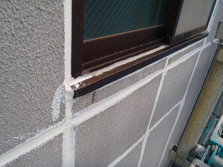 03 窓廻りシール充填完了