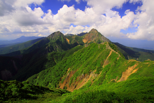 権現岳から望む赤岳と阿弥陀岳