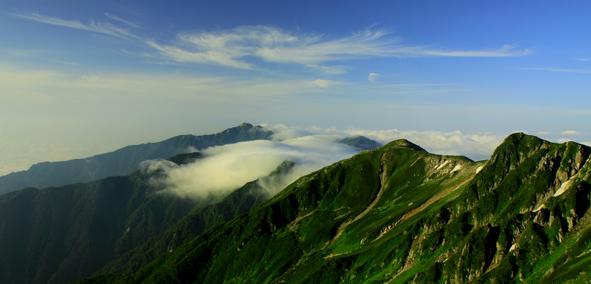 空木岳に滝雲