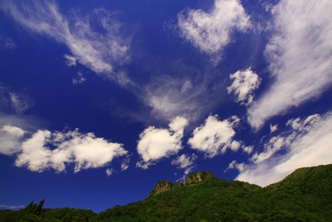 雲踊る立岩