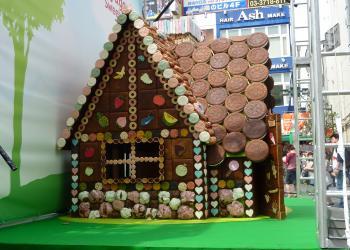 お菓子の家横