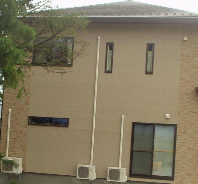 住宅の窓は、かなり小さくなっているようです