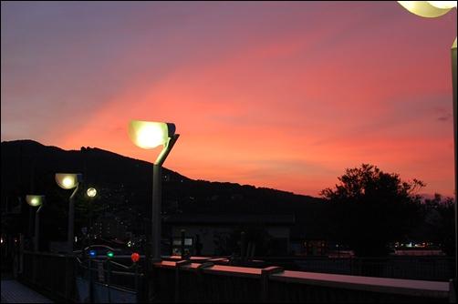 電灯と夕焼け