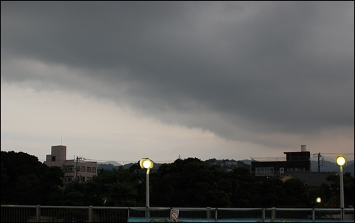 来たな雨雲っ