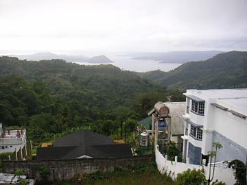 タガイタイ タール湖
