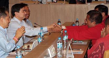 政府と赤服の直接協議