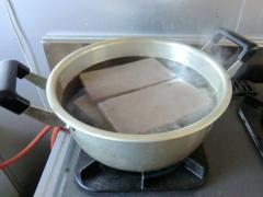 郡山・出張専門足つぼ足もみ士_たけろぐ_こんにゃく温湿布=2丁を水から強火で沸騰、沸いたら弱火で10分煮てください