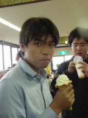 ソフトクリームを喰らう男・亮太