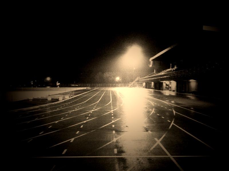 夜の競技場