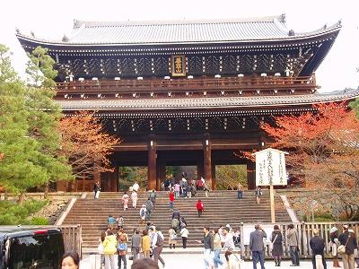 知恩院の日本最大級の門