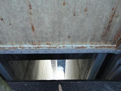 大門ダム 開かれたゲートの隙間より