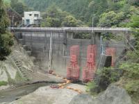 水の無いダム