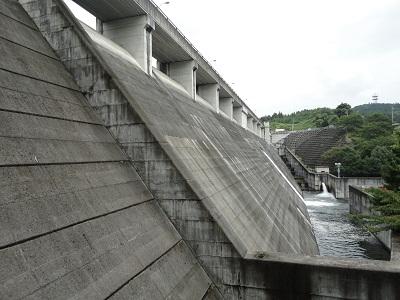 飯田ダム 堤体(キャットウォークより)