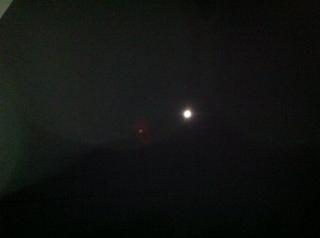 1月27日ベランダから 満月とオーブ?