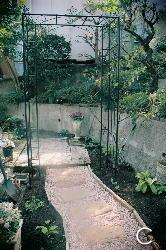 庭づくり 擁壁下