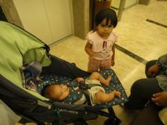 20110524 エレベーターにて1